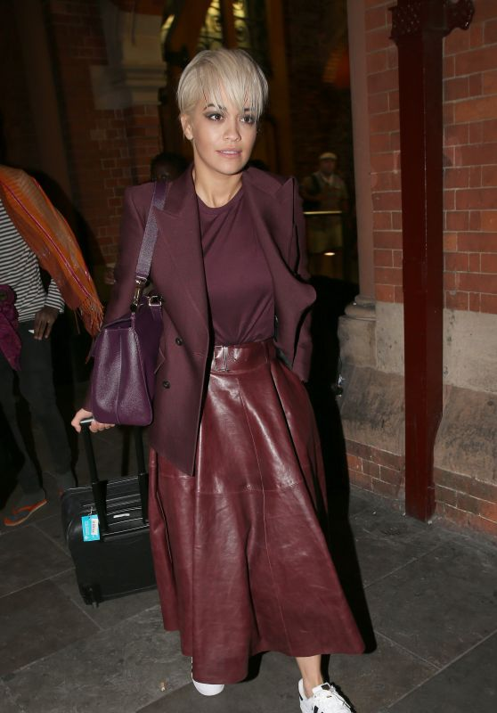 rita-ora-at-king-s-cross-railway-station-in-london-july-2015_1_thumbnail