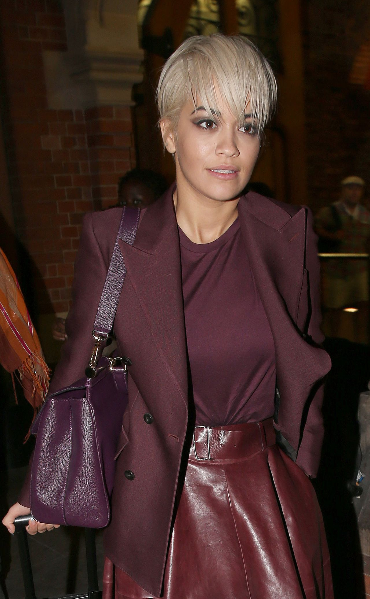 rita-ora-at-king-s-cross-railway-station-in-london-july-2015_7