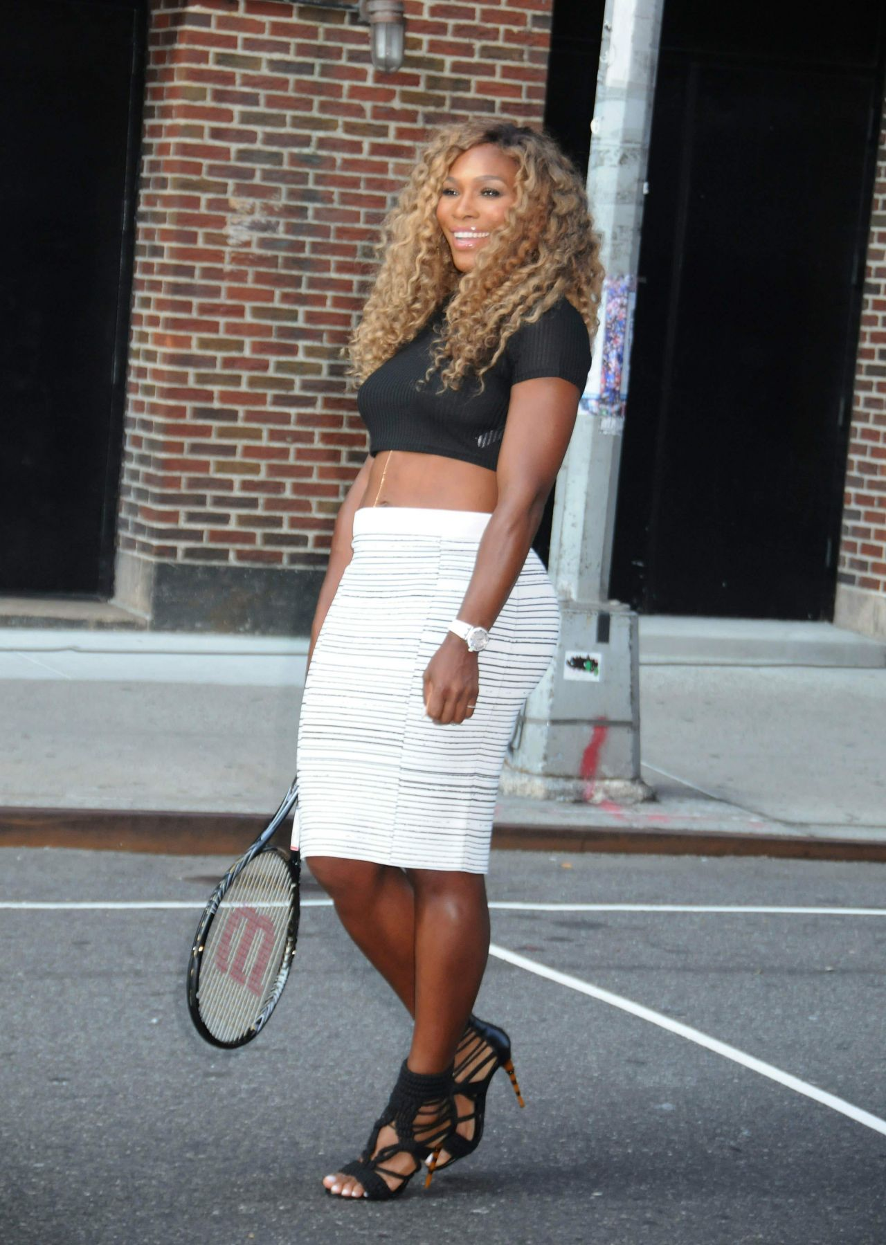 serena-williams-arriving-at-late-show-with-david-letterman-in-nyc-august-2014_6