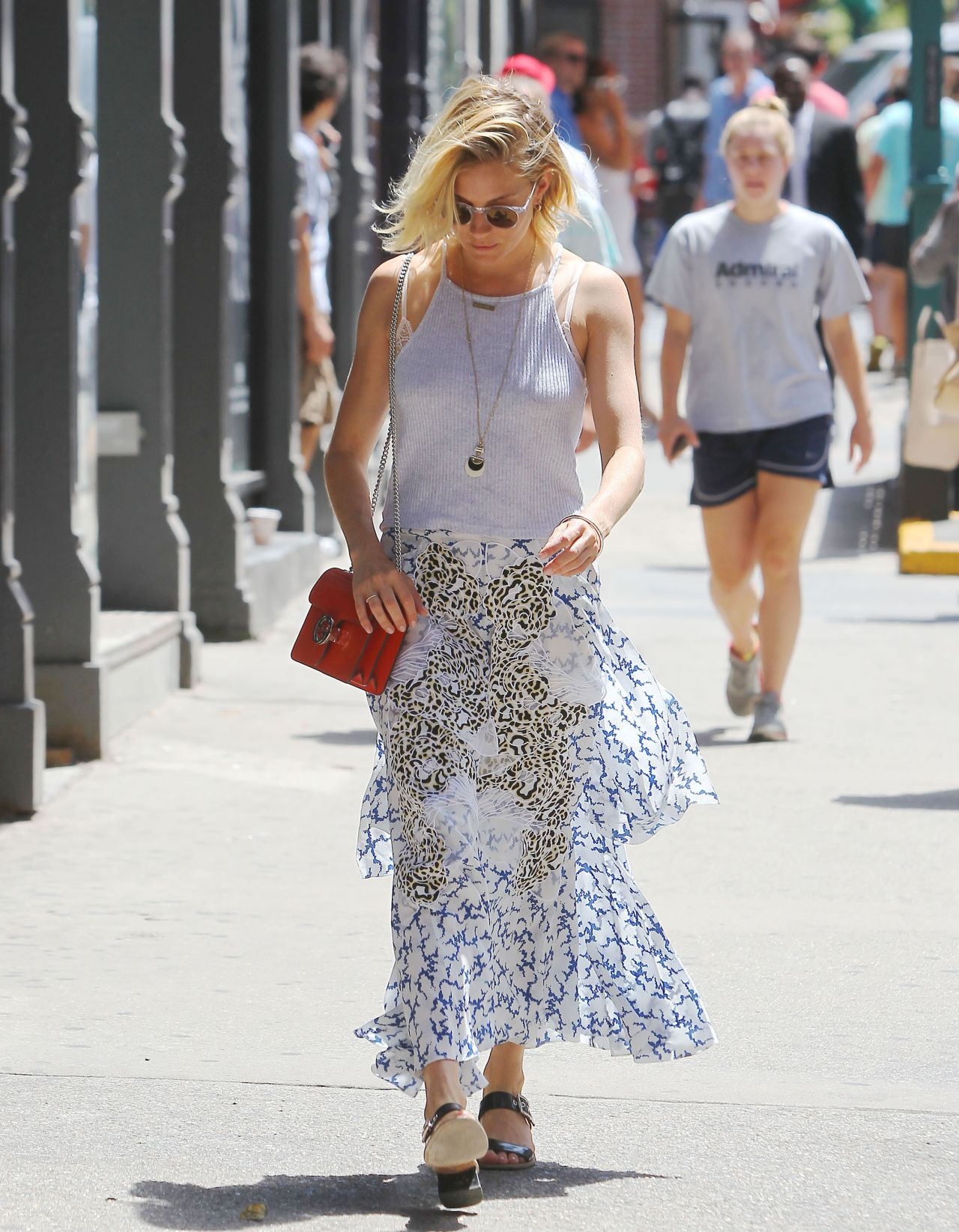 sienna-miller-summer-style-out-in-soho-nyc-july-2015_11