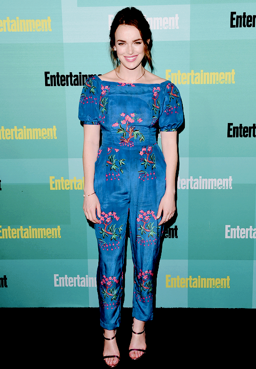 Elizabeth- Henstridge- attends -Entertainment- Weeklys -Annual -Comic--Con -Party