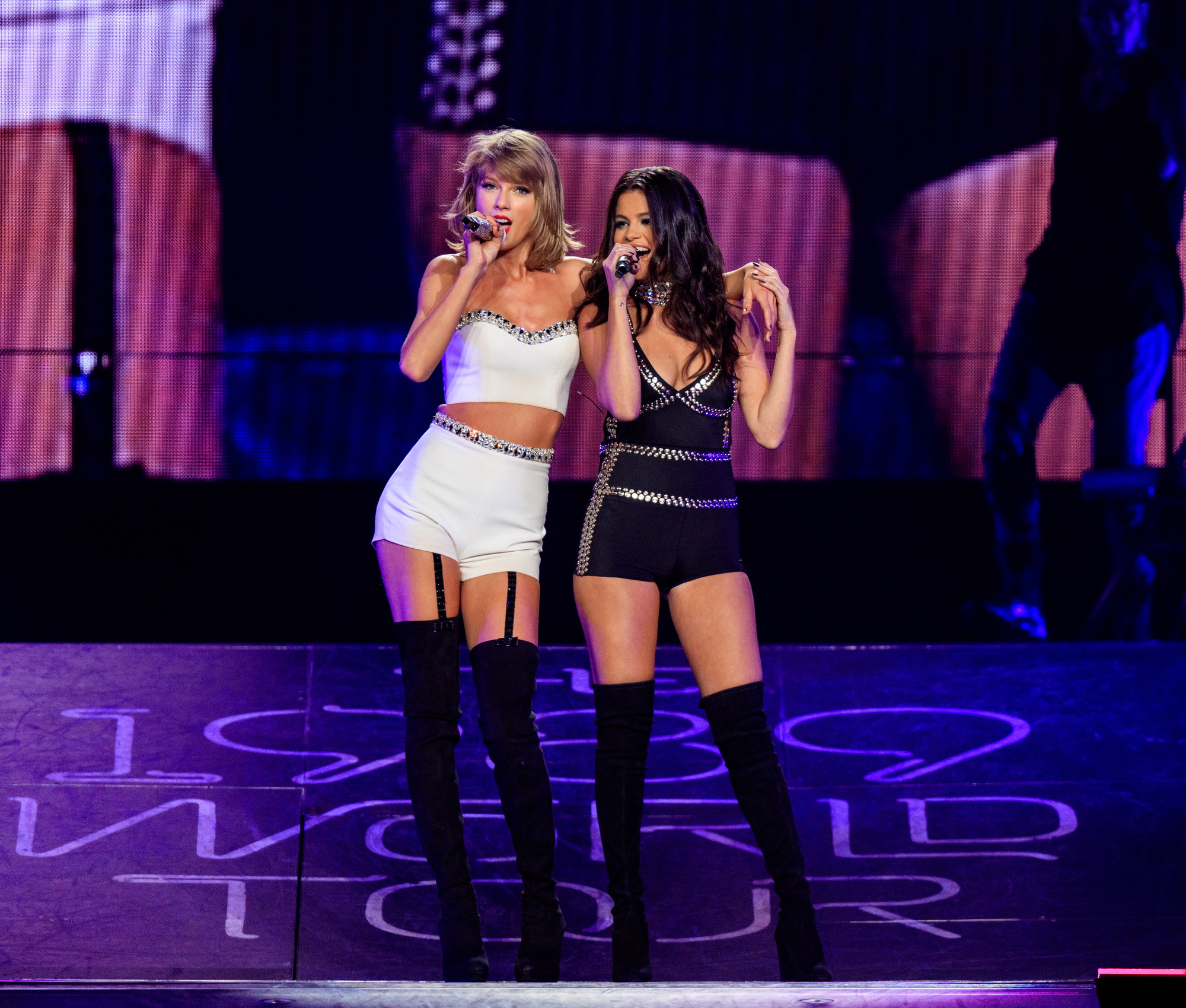 Taylor Swift And Selena Gomez The 1989 World Tour Live In Los Angeles Video And Gif Fashionsizzle