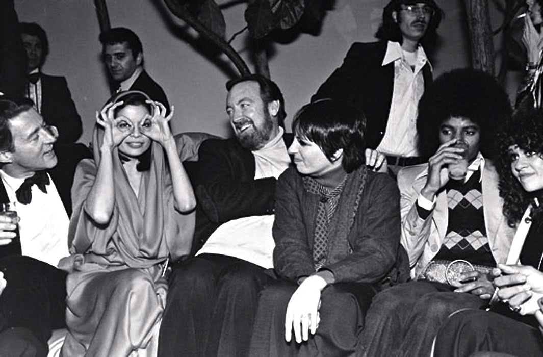00halston-bianca-jagger-jack-haley-jr-liza-minnelli-and-michael-jackson-at-studio-54-1978