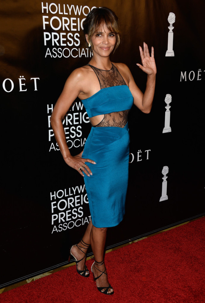 Halle-Berry-Hollywood-Foreign-Press-Associations-Annual-Grants-Banquet-Noam-Hanoch-Teal-Lace-Inset-Sheath-Dress-
