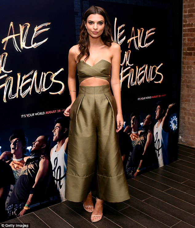 emily-ratajkowski-in-solace-london-we-are-your-friends-tour-stop-photocall-and-after-party