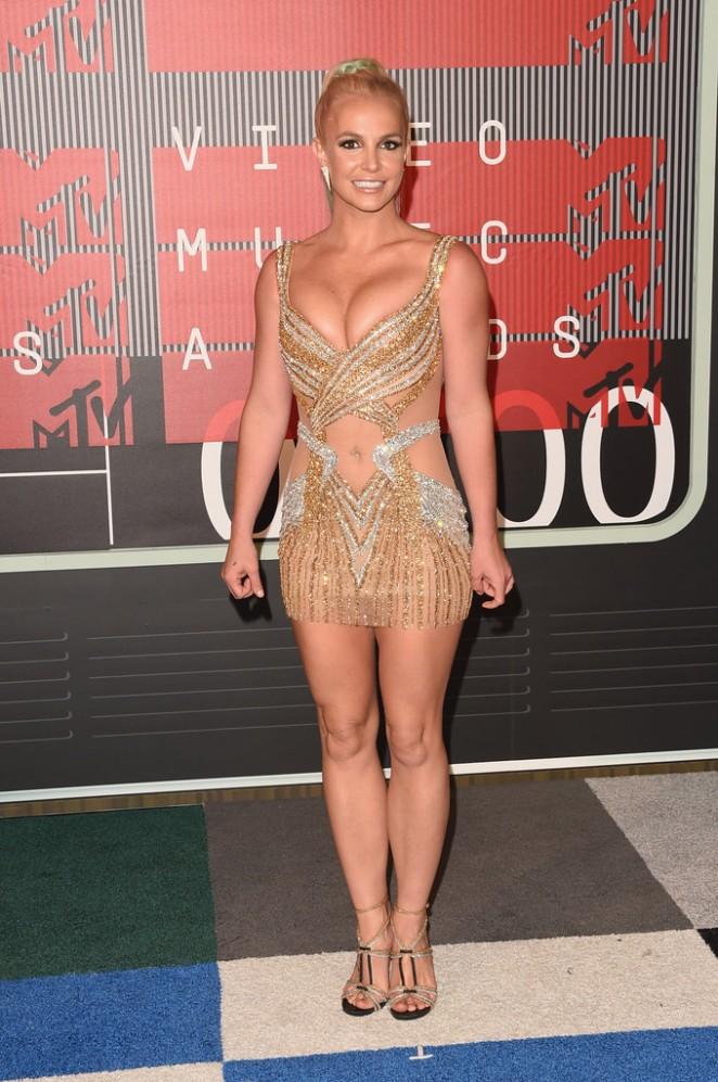 Britney-Spears-2015-MTV-Video-Music-Awards-02-662×997