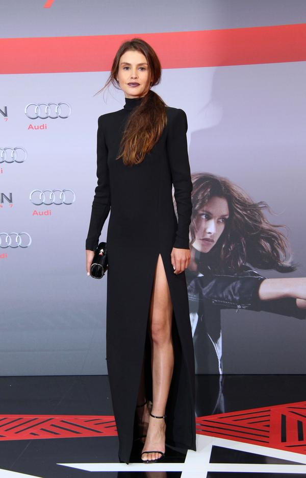 hannah-ware-in-j-mendel-at-hitman-berlin-premiere