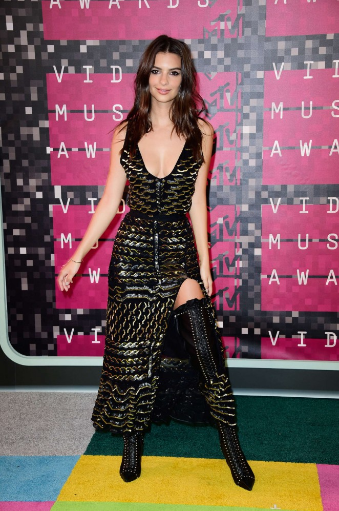 emily-ratajkowski-in-altuzarra-2015-mtv-video-music-awards-vmas