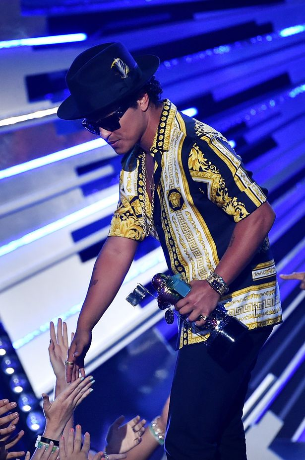 Bruno -Mars-2015-mtv-video-awards
