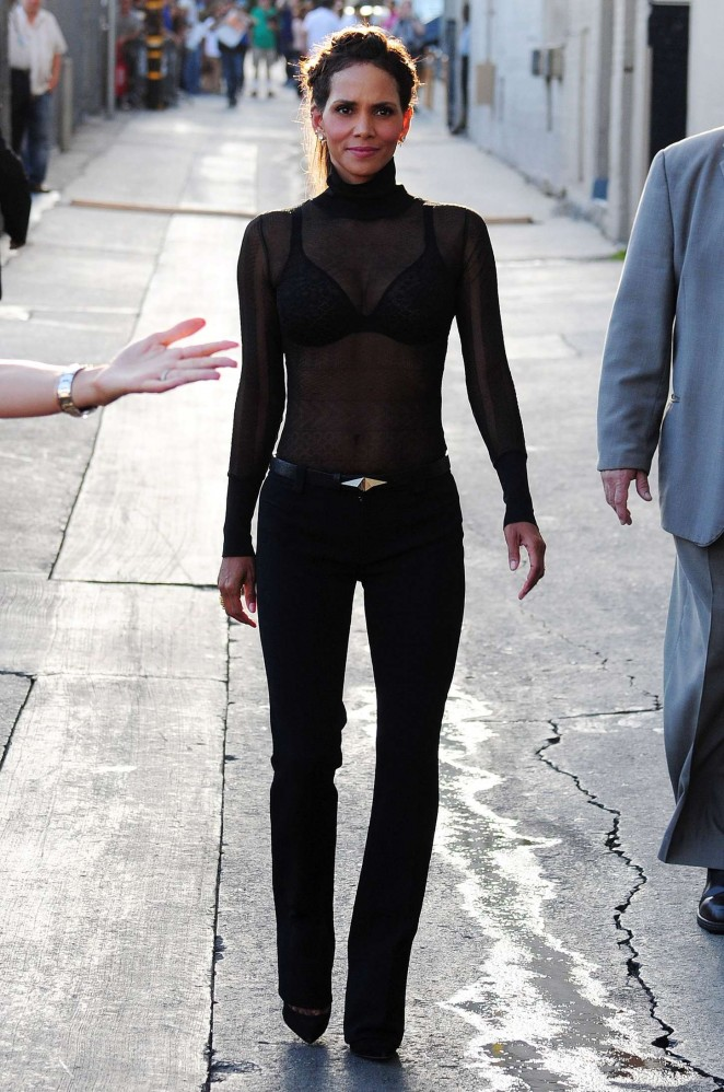 Halle-Berry-Hot-at-Jimmy-Kimmel-Live-03-662×998