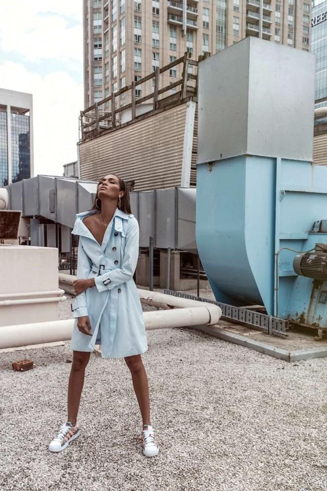 Joan-Smalls--Harpers-Bazaar-Australia-2015--04-662x992