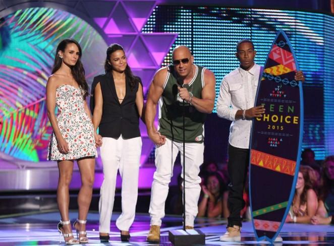 Jordana-Brewster--2015-Teen-Choice-Awards--02-662x488