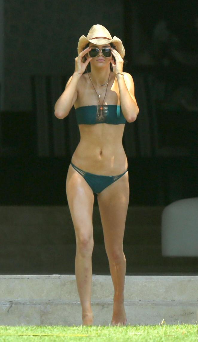 Kendall-Jenner-in-Green-Bikini--03-662x1144