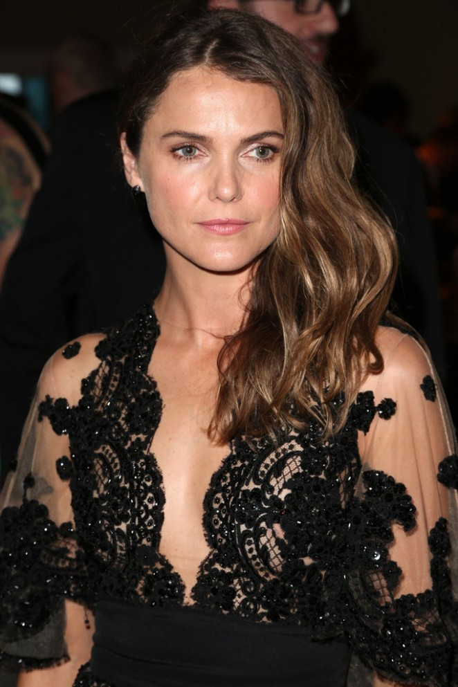 keri-russell-in-zuhair-murad-31st-annual-television-critics-association-awards