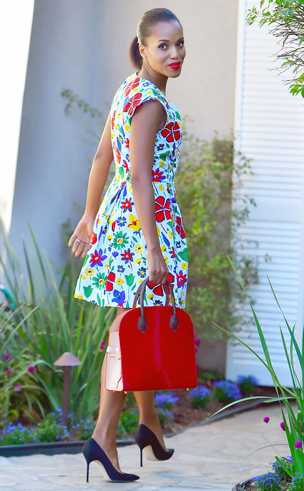 Kerry-Washington-was-fabulously-spotted-in-a-floral-print-dress-while-out-in-Los-Angeles.-Gorgeous