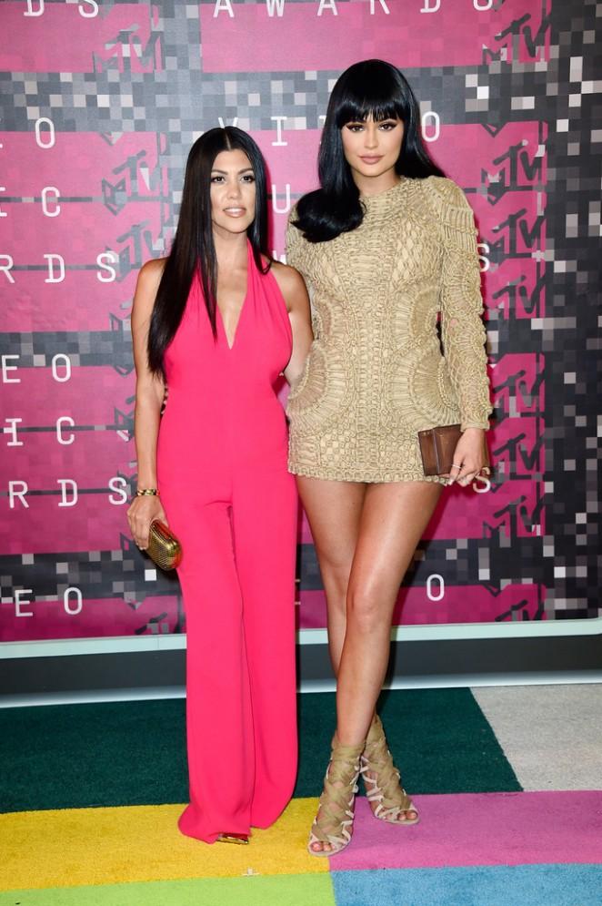 Kylie-Jenner--2015-MTV-Video-Music-Awards--01-662x995