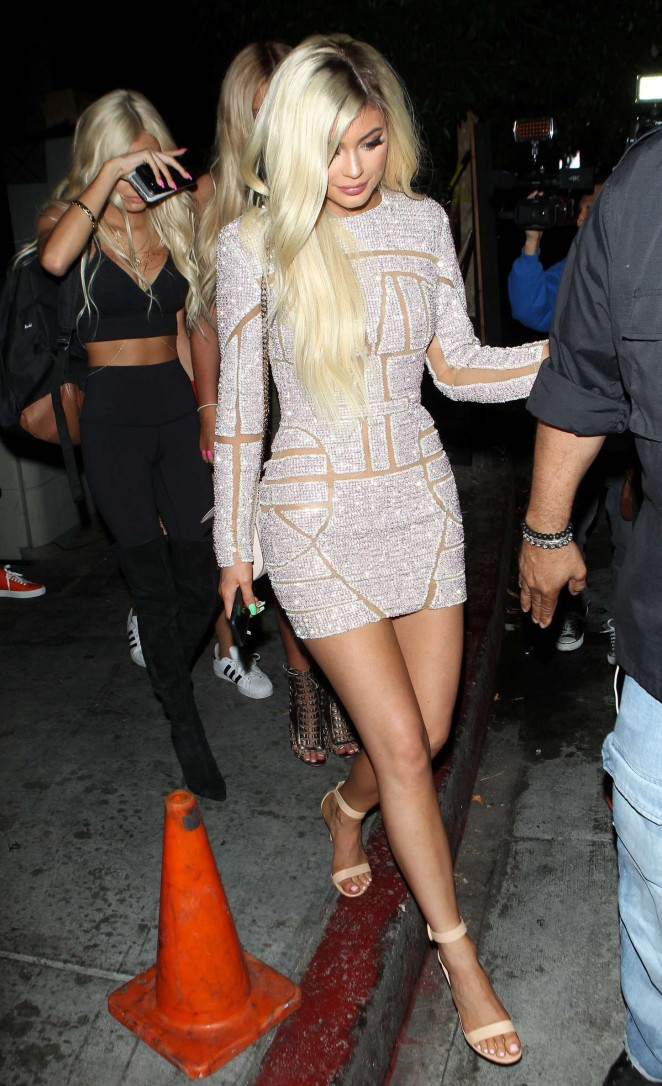 Kylie-Jenner--Celebrates-Her-18th-Birthday--03-662x1086-1