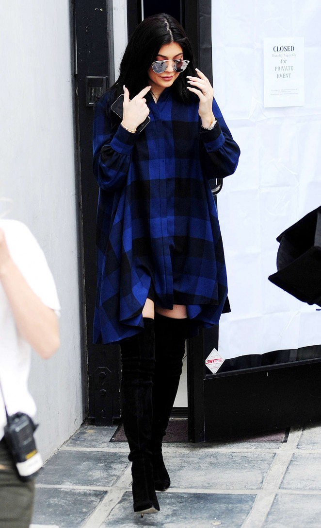 Kylie-Jenner-Out-in-LA-