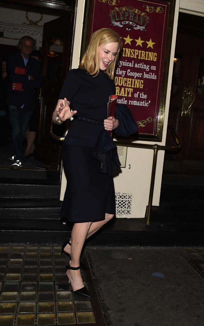 Nicole-Kidman-Leaving-the-Haymarket-Theatre-02-662×1054