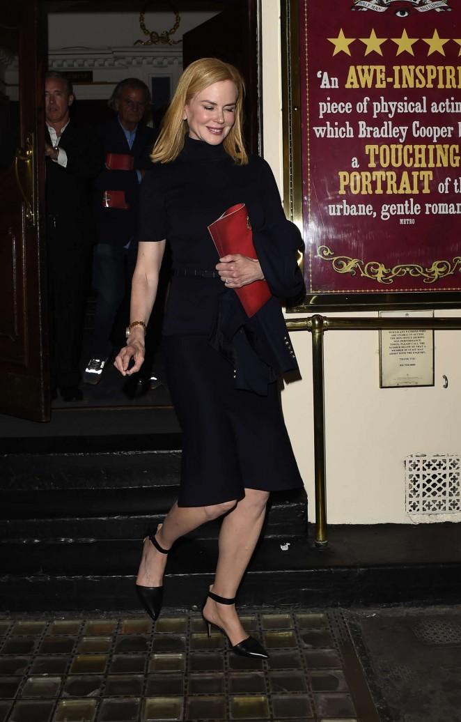Nicole-Kidman--Leaving-the-Haymarket-Theatre--09-662x1036