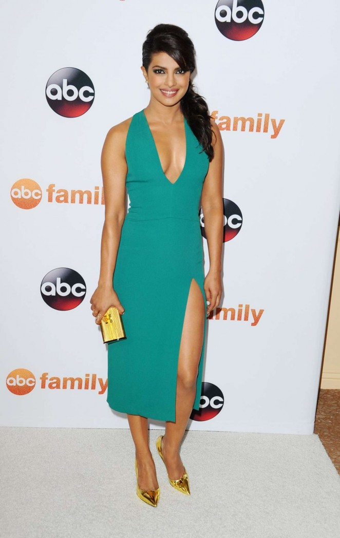 Priyanka-Chopra--Disney-ABC-2015-Summer-TCA-Press-Tour-Photo-Call--03-662x1048