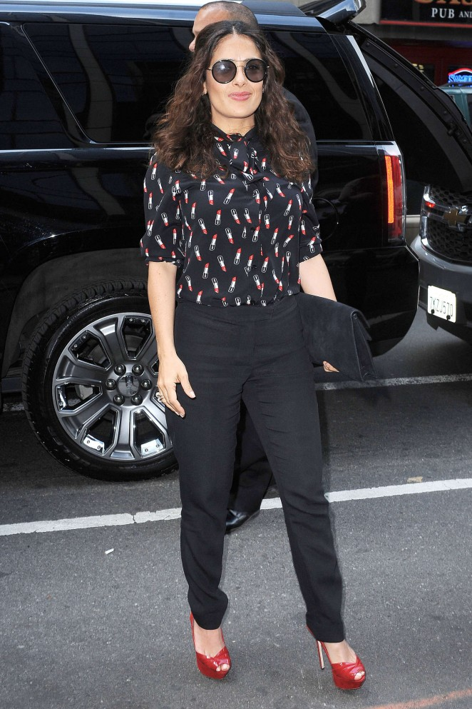 Salma-Hayek-out-in-NYC--03-662x993