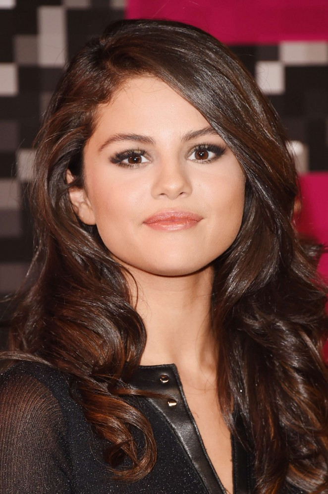 selena-gomez-in-calvin-klein-collection-2015-mtv-video-music-awards