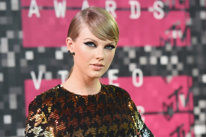 Taylor-Swift--2015-MTV-Video-Music-Awards--01-662x440