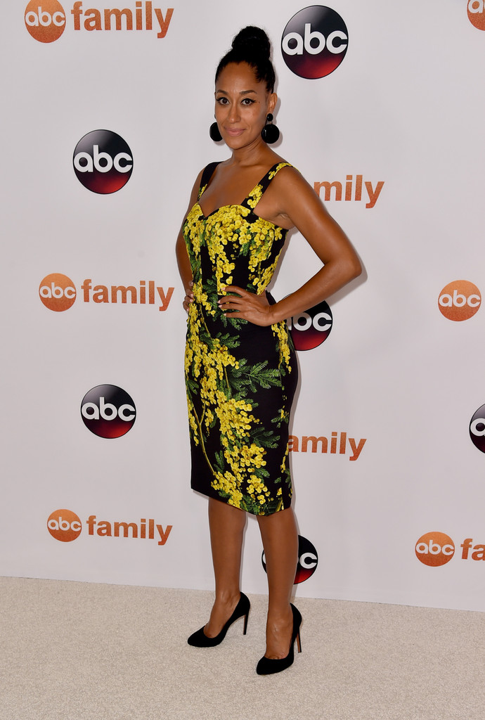 Tracee-Ellis-Rosss-TCA-Press-Tour-Dolce-Gabbana-Black-and-Yellow-Floral-Dress1