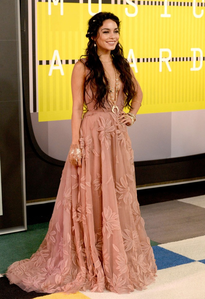 Vanessa-Hudgens-2015-MTV-Video-Music-Awards-04-662×967
