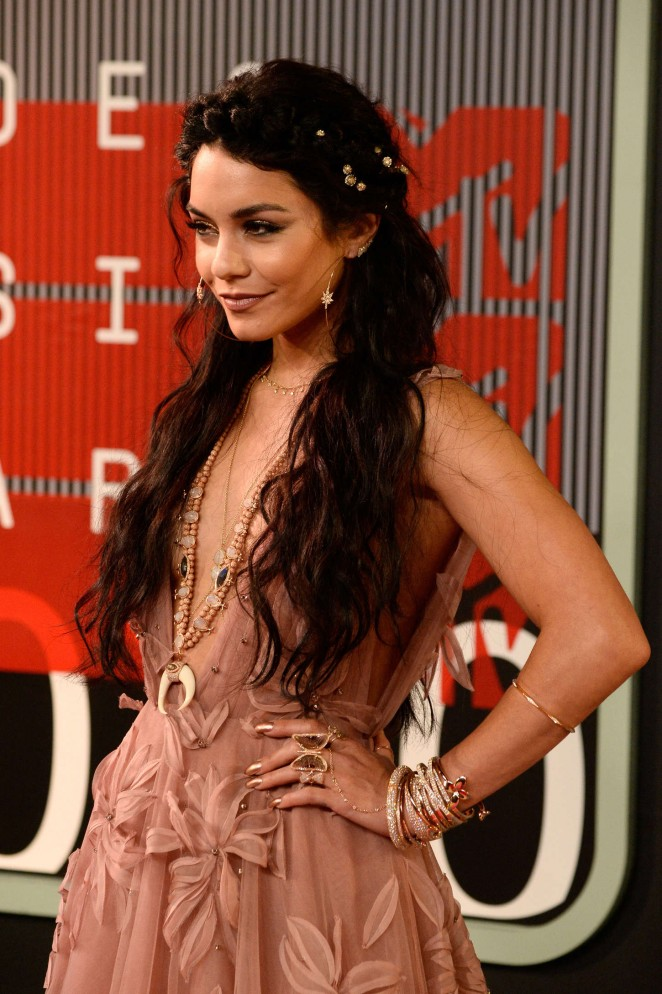 Vanessa-Hudgens-in-Naeem -Khan- -2015-MTV-Video-Music-Awards-