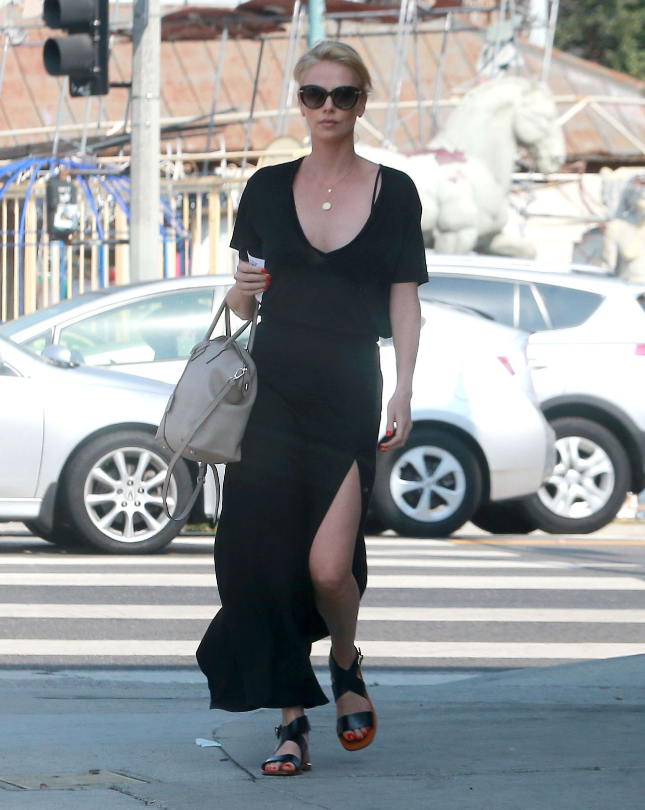 charlize-theron-out-in-los-angeles-august-2015_1