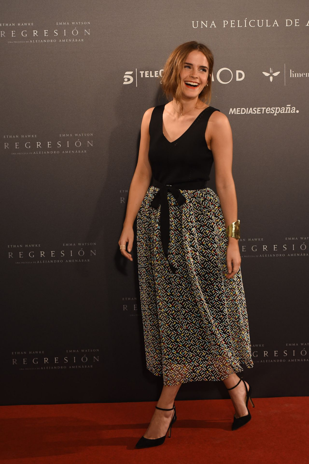 emma-watson-regression-photocall-at-villamagna-hotel-in-madrid_9