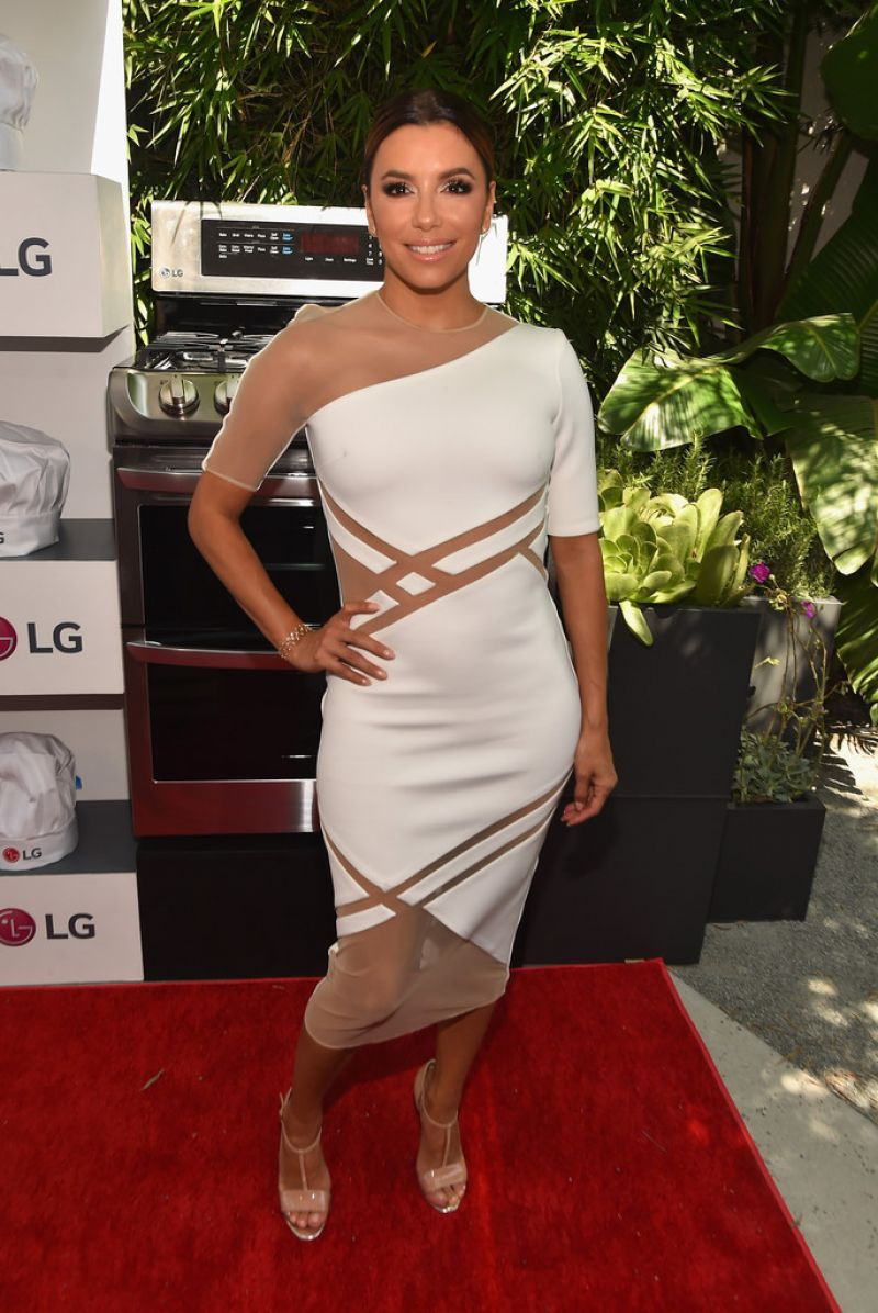 eva-longoria-in-david-koma-lg-electronics-lg-fam-to-table-series-in-culver-city-august-2015_5