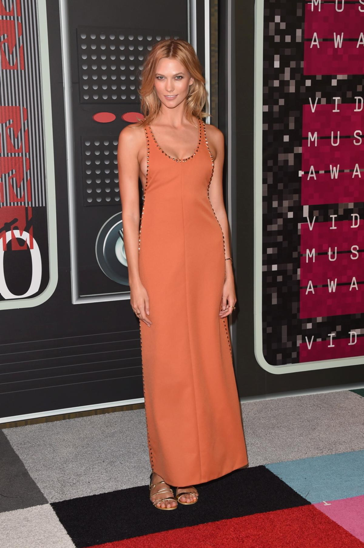 karlie-kloss-in-louis-vuitton-at-2015-mtv-video-music-awards