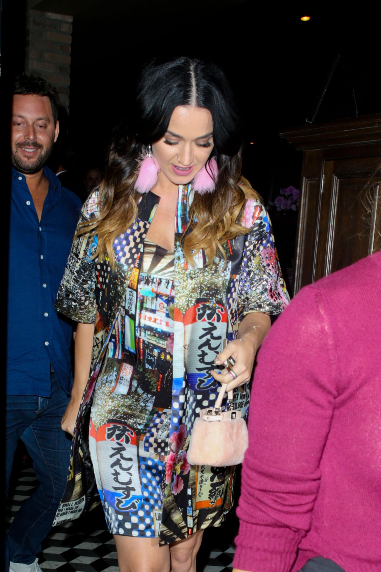katy-perry-leaving-craigs-restaurant-in-west-hollywood-august-2015_7