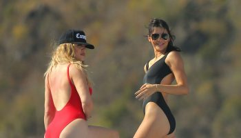 kendall-jenner-khloe-kardashian-swimsuits-pics-st-barts-august-2015_1