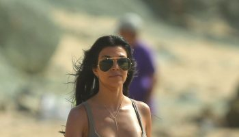 kourtney-kardashian-bikini-pics-on-vacation-at-the-beach-in-st.-barts-august-2015_1