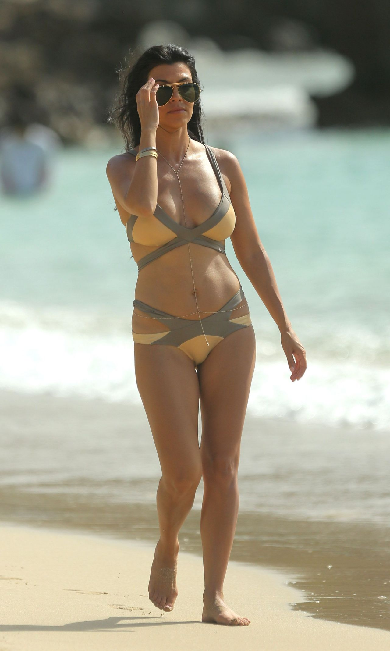 kourtney-kardashian-bikini-pics-on-vacation-at-the-beach-in-st.-barts-august-2015_4
