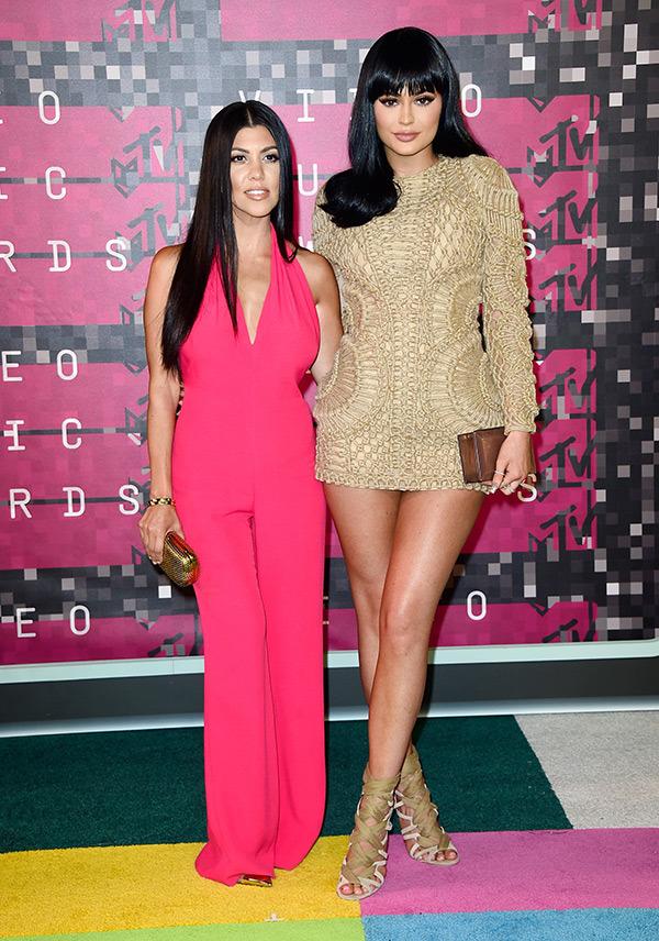 kourtney-kardashian-kylie-jenner-mtv-vmas-2015-video-music-awards