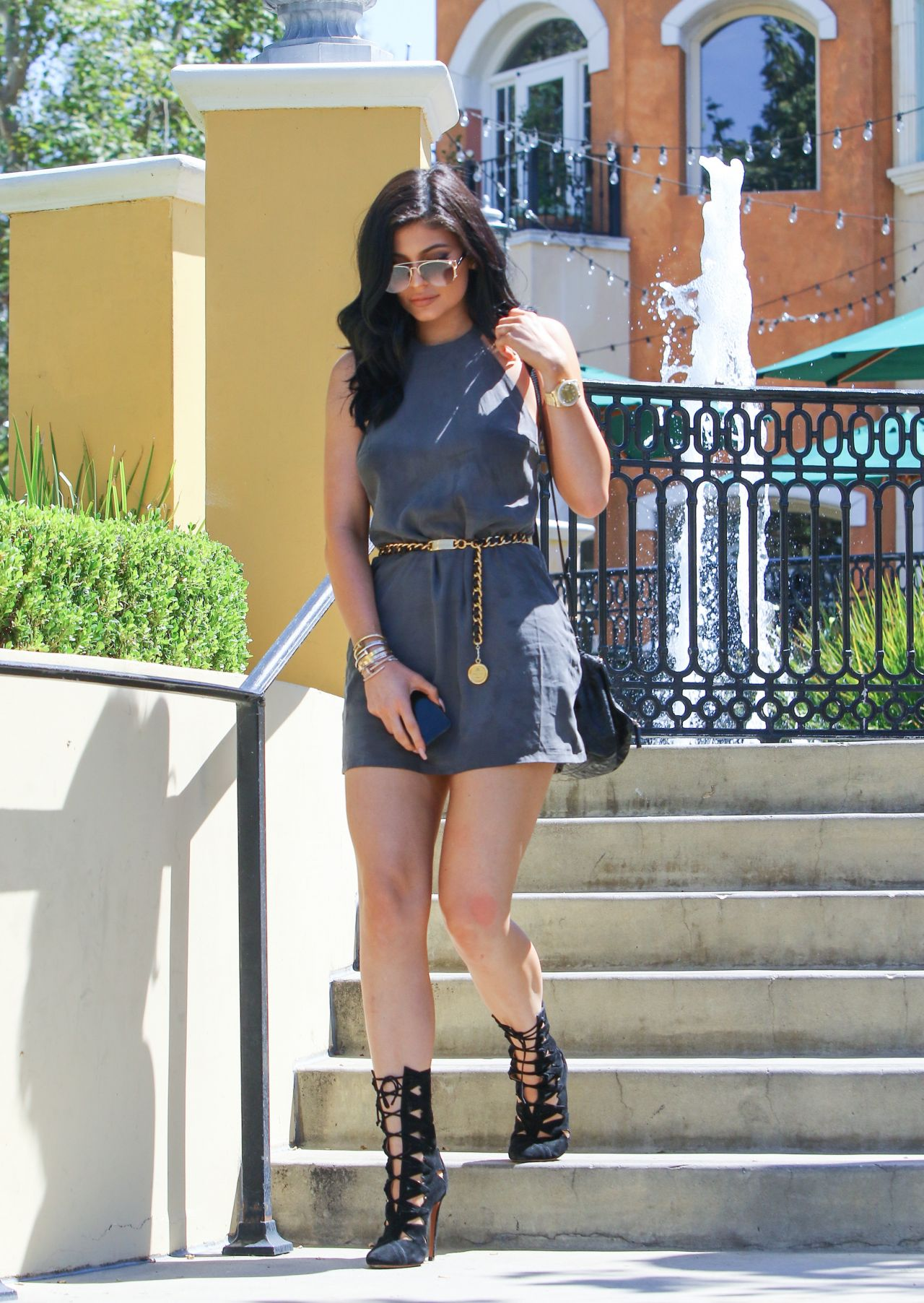 kylie-jenner-leggy-in-mini-dress-out-for-lunch-at-sugar-fish-in-calabasas-july-2015_4