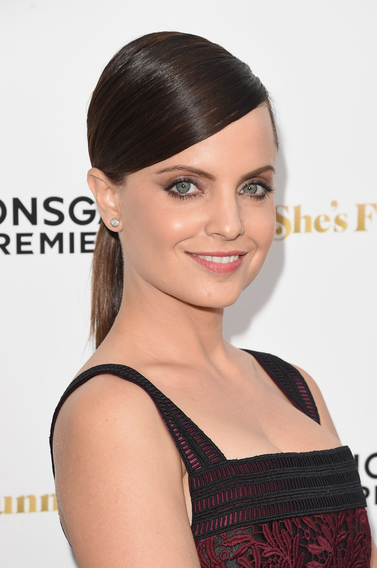 mena-suvari-in- Vatanika -she-s-funny-that-way-premiere-in-los-angeles_1