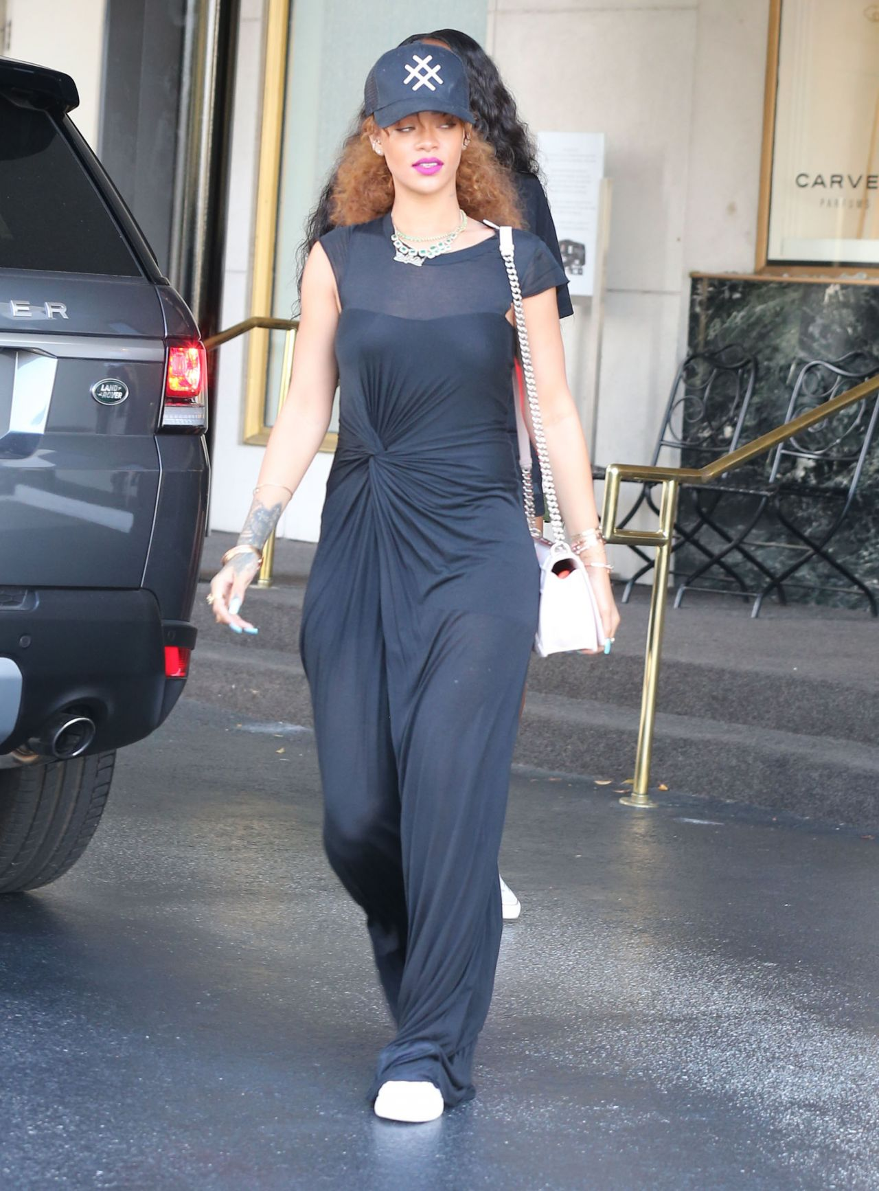 rihanna-casual-style-shopping-in-beverly-hills-july-2015_14