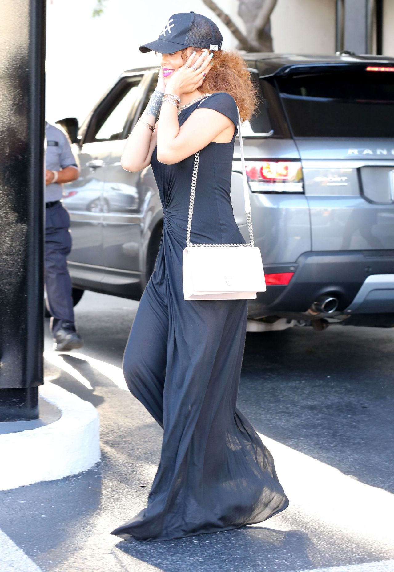 rihanna-casual-style-shopping-in-beverly-hills-july-2015_16