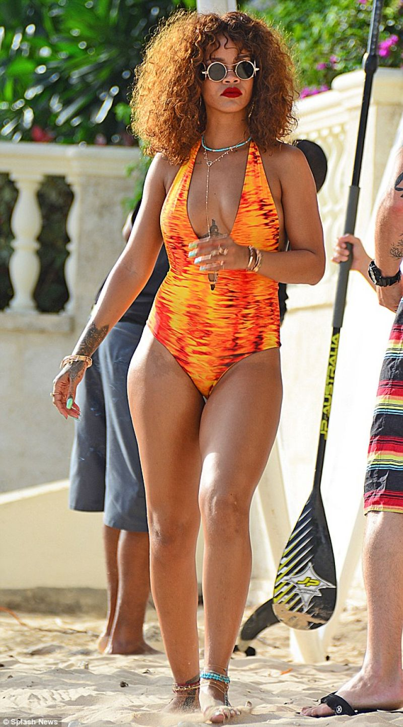 rihanna-paddle-boating-in-a-swimsuit-in-barbados-august-2015_2