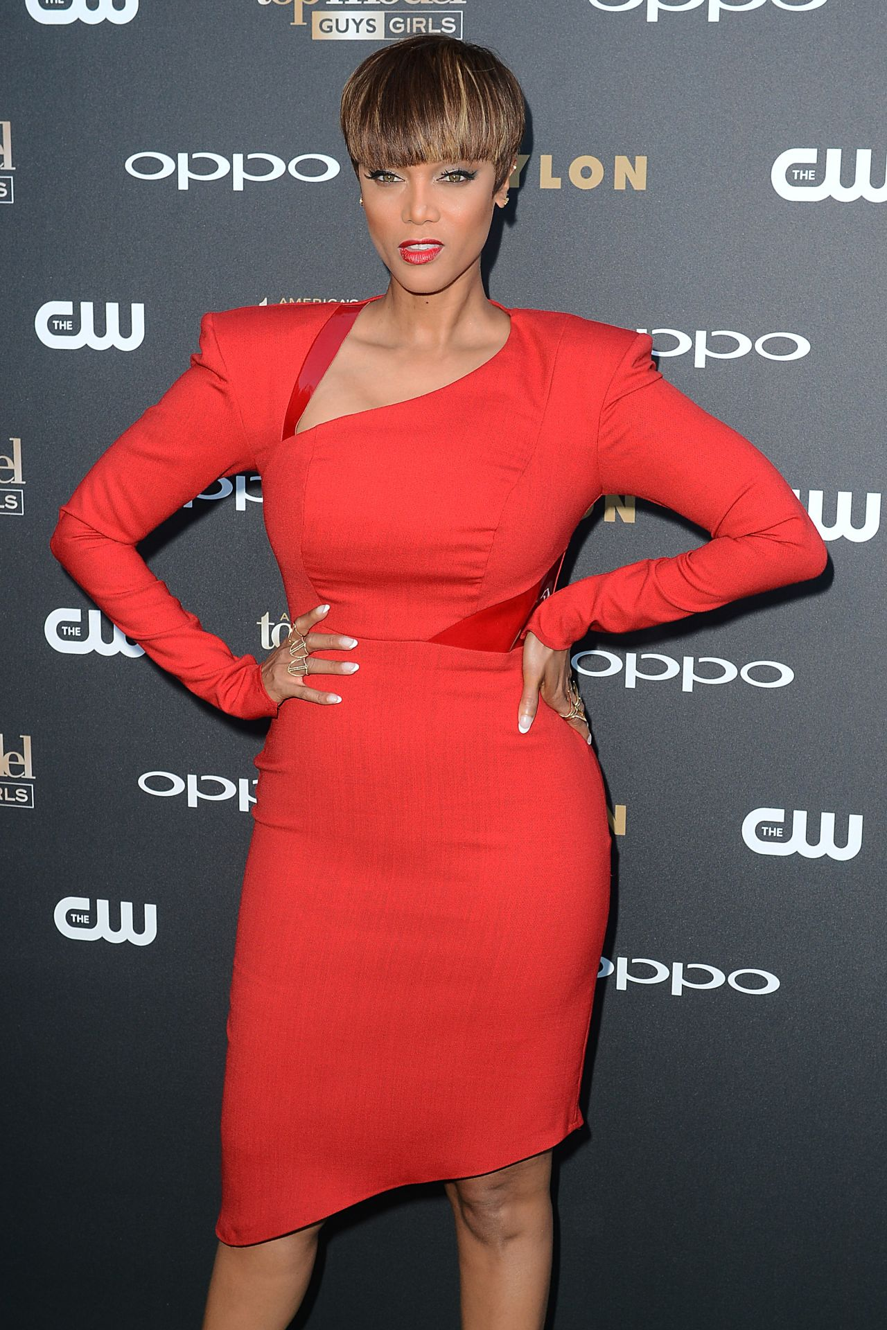 tyra-banks-on-red-carpet-americas-next-top-model-cycle-22-party-july-2015_2