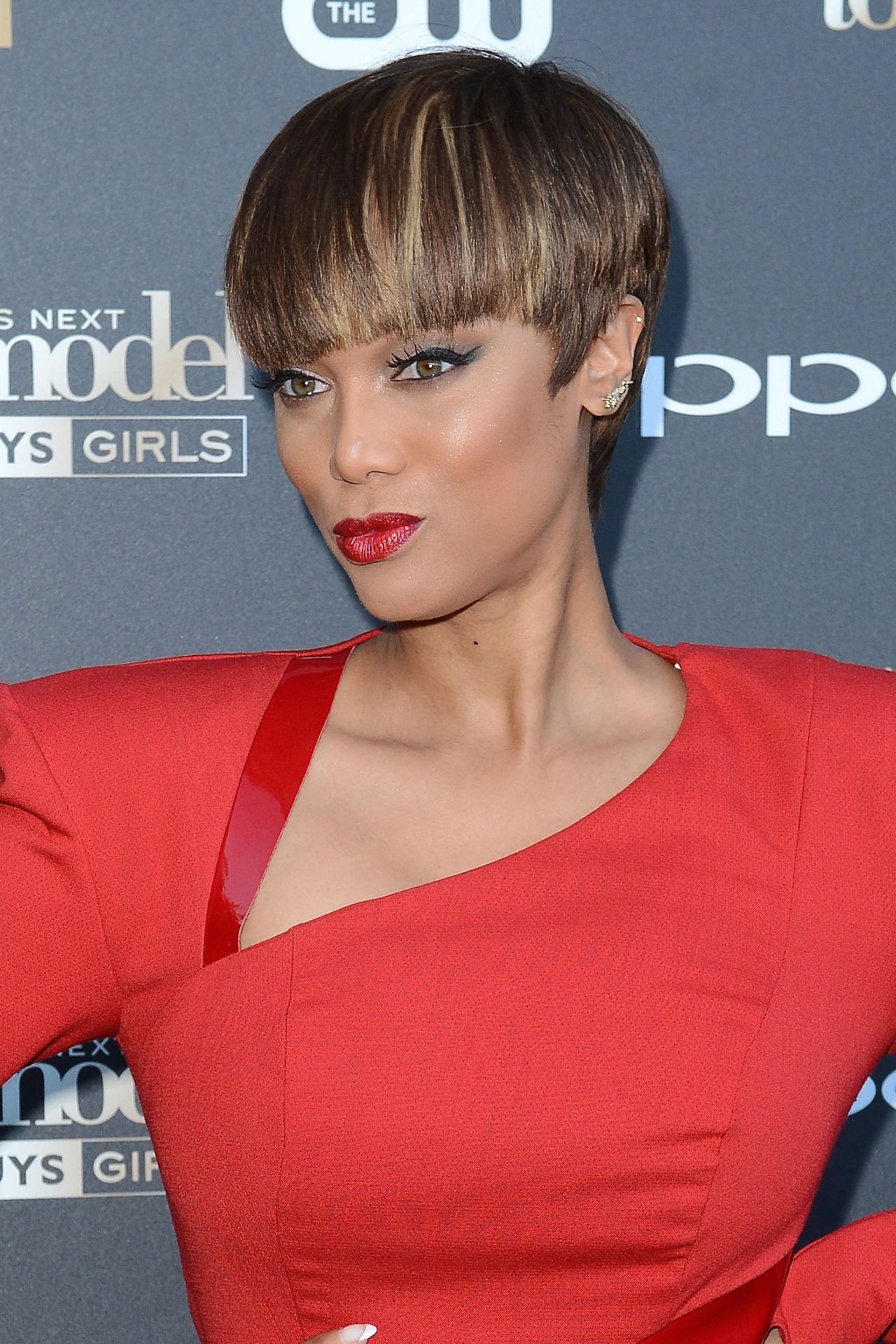 tyra-banks-on-red-carpet-americas-next-top-model-cycle-22-party-july-2015_4