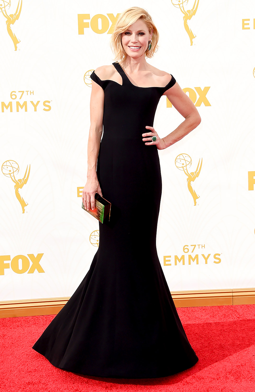 julie-bowen-2015-emmy-awards