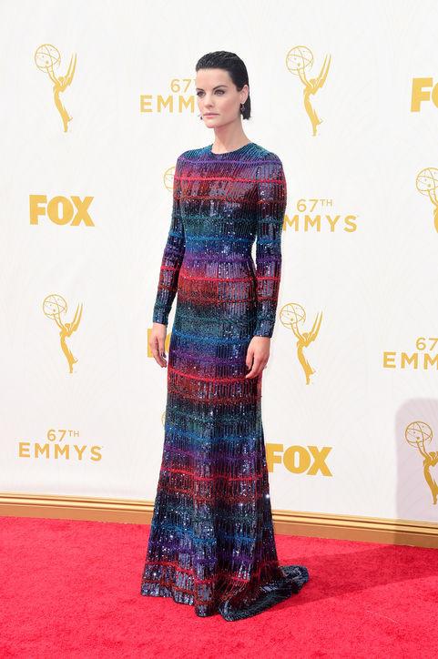 2015-emmys-red-carpet-best-dressed-jaimie-alexander-h724