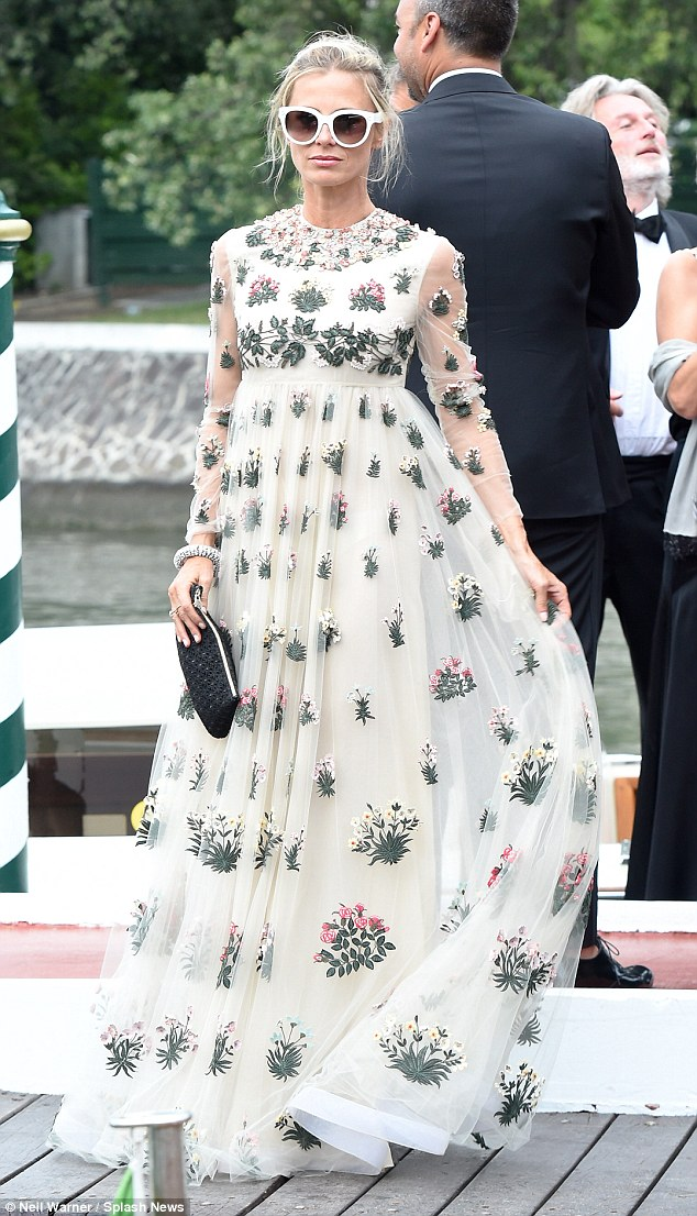 laura-bailey-opening-ceremony-and-premiere-of-everest-2015-venice-film-festival_5-1